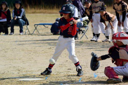 かっ飛ばす野球少年