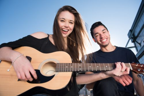 音楽を楽しむカップル